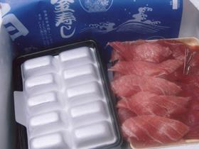 ネタとシャリ玉を分けて冷蔵でお送りします。